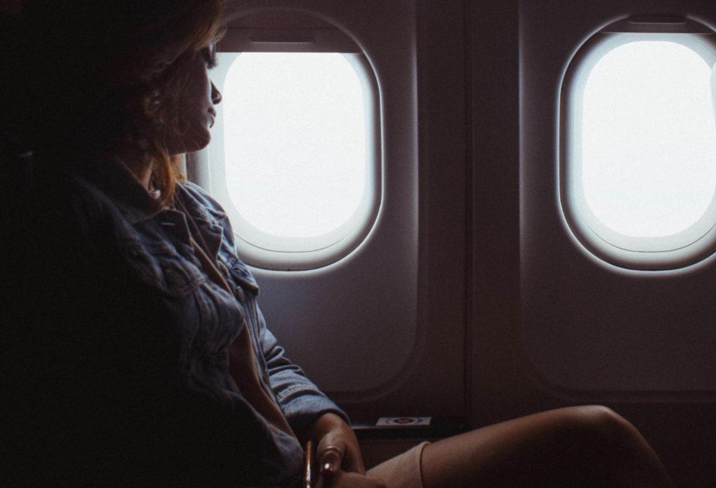 11 Tipps zum besser schlafen im Flugzeug